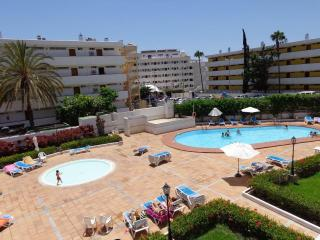 Bright Spacious South Facing Apt close Yumbo/Beach, Playa del Ingles