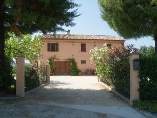 Family villa. Rural setting. Spectacular pool., Ostra