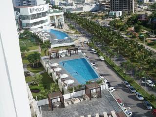 Cancun city condo w/ oceanview