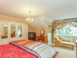 fantastic house. Very close to tube  station., London