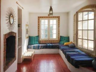 House in Saint-Cyr-sur-Mer on the French Riviera, w/ 3 bedrooms, garden & terrace, 200m from beach