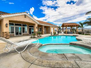 Timeless dog-friendly studio w/ shared pool & hot tub, beautiful valley views, Temecula