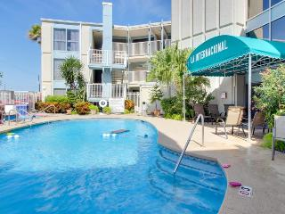 Spacious, dog-friendly condo with shared pool and hot tub!, South Padre Island