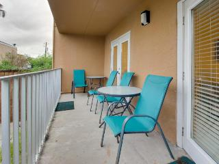 Casual, half block from the beach w/ two patios, shared pool!