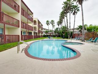 Dog-friendly, oceanside condo w/shared pool & hot tub access!, South Padre Island