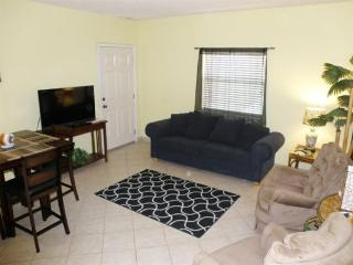 Cozy Texas condo close to beach access, nightlife & more!, Port Isabel