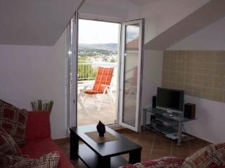 Top Floor Apartment, Sea View, Large Terrace, Okrug Gornji