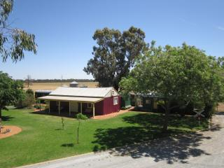 Avondale Station Bed and Breakfast - Carriage 1, Coolamon