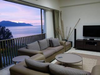 Exclusive Seaside Duplex Suite @ By the Sea, Batu Ferringhi