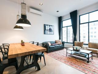 Newly-renovated, luxury/spacious city suite, Amsterdam