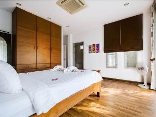Seconda camera da letto con terrazzo privato.