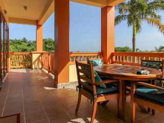 Luxury oceanfront villa w/shared pool, beach & pier, Placencia