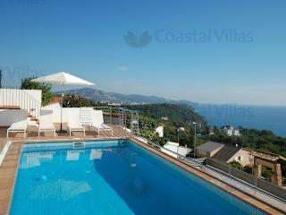 Villa Blue Bay - spectacular sea views!, Blanes