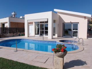 Coral Bay Front Line Bungalow - Amazing Sea Views, Pafos