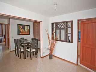 Beautiful 3br apt with great views from 17th floor, Medellin