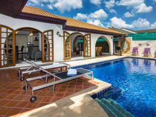 Grand condo Lotus pool villa, Pattaya