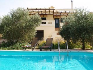 Villa Aretousa-comfortable and quiet with own pool, Armeni