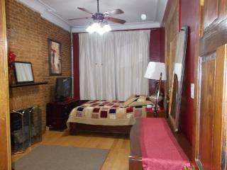 2nd Floor 1 Bedrm Apt, Exposed Brick, hwood floors, Brooklyn