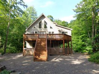 Beautiful new chalet. 2 Master BR. Close to slopes, Pocono Lake