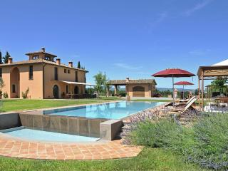 luxury villa in the heart of Tuscany