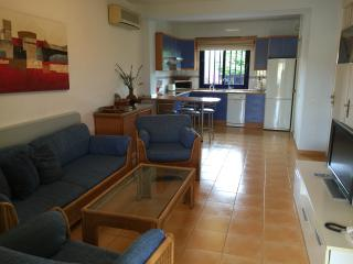 Bungalow triple con terraza, jardín y vistas mar, Costa Meloneras