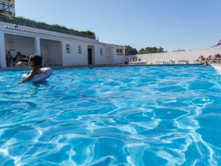 Wonderful Apartment with Pool in Olhos de Agua