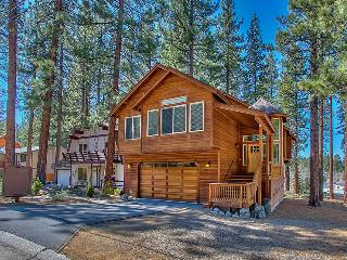 Family fun-open floorplan-hot tub-pool table! WT, South Lake Tahoe