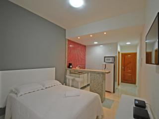 Modern and silent studio for vacation rental in Copacabana. Perfect for couples! C097, Rio de Janeiro