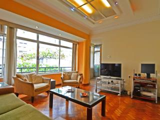 Great apartment with side sea view in Copacabana – Rio de Janeiro T014