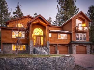 Gorgeous luxury home with gorgeous deck and private hot tub!