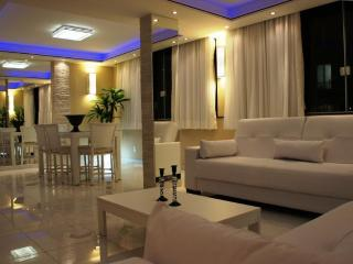 Luxury 3 bedroom apartment between Copacabana and Ipanema. T031