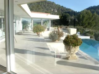 rare large contemporary villa, Salernes