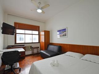Vacation Rentals - Economic Apartment in Copacabana With Internet C003, Rio de Janeiro