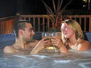 Hot Tub Lodge Sleeps 6: 195346, Catterick