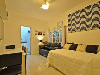 Cheap studio accommodation in Rio de Janeiro. Close to the Copacabana beach! C031