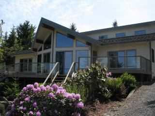 Spacious Home w/Pool & Hot Tub - Great View Between Port Angeles & Sequim