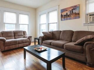 Enormous 3 BR Steps From Downtown Bars/Restaurants, Chicago