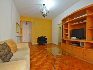 <b>Vacation Rental Economic Apartment in Copacabana with 3 bedrooms</b> T021, Rio de Janeiro