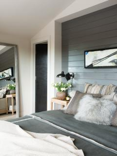 Master Bedroom with King Size bed and private ensuite.