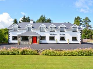 Benbaun House - Large Luxury Self Catering House, Clifden
