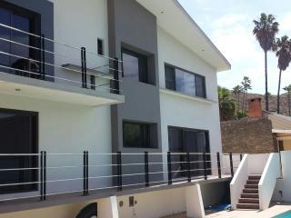 Modern Fine Residence,  Pool/jacuzzi 5 bedrm DownT, Ensenada