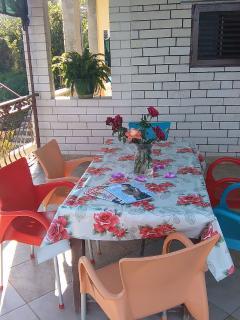 A4(6+1): terrace