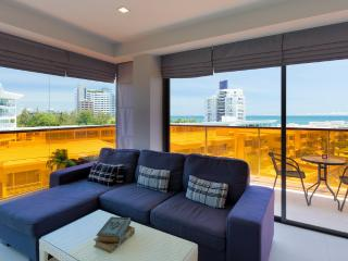 Sea-view Studio/1BR -200m from Beach : Rocco Condo, Hua Hin