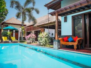 5' walk from beach, 3bd villa with pool, Seminyak