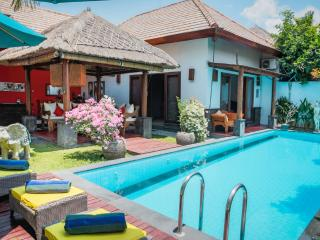 5' walk from beach, 3bd villa with pool, Seminyak