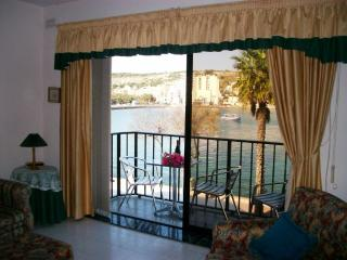 Sunset Beach Seafront 3 bedroom Apartment, San Pawl il-Baħar (St. Paul's Bay)