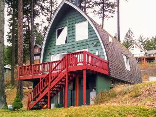 Amazing dog-friendly, lakeside cabin w/community amenities & boat slip!, Worley