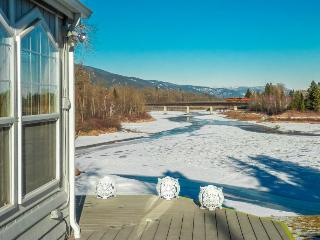 Waterfront home with dock close to town!, Sandpoint