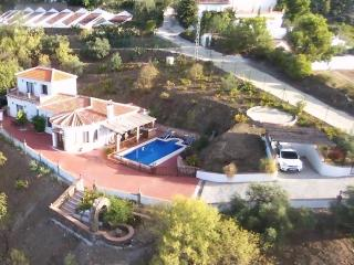 5 Bedroom, 2 Kitchen, 3 Bathroom, WiFi, private Pool, Canillas de Albaida