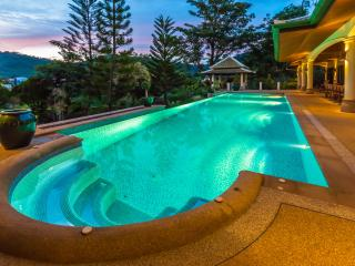 Mountain View Villas - 17m pool with huge poolside terrace.